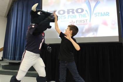 Texans Mascot Toro Helps Link Elementary Students Get Ready for the STAAR Test